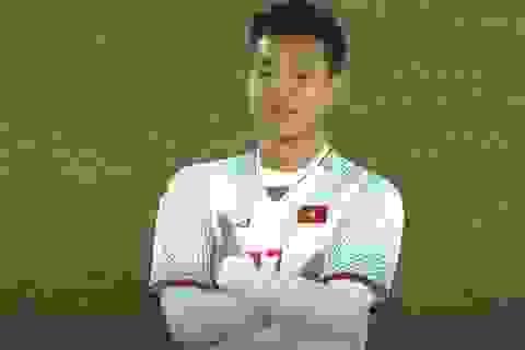 Hình ảnh khoanh tay của hậu vệ Văn Thanh vào đề thi học sinh giỏi Văn