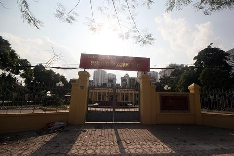 """Hà Nội: Pháo đài Xuân Tảo """"cửa đóng, then cài"""" dù đã được sửa chữa!"""