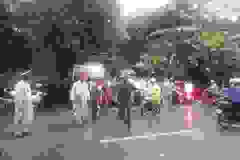 Hàng chục cảnh sát vũ trang vây bắt đối tượng ôm vũ khí cố thủ