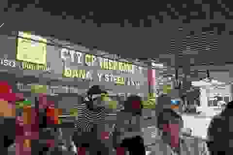 Dân dựng lều, ăn ngủ trước nhà máy thép để phản đối ô nhiễm