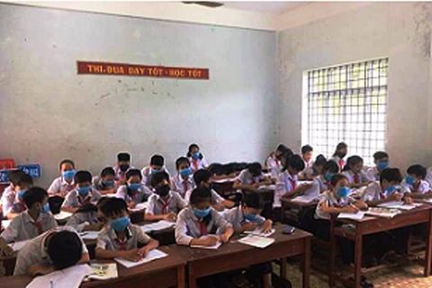 Vụ cả lớp đeo khẩu trang ngồi học: Đình chỉ 135 ngày công ty xả thải gây ô nhiễm