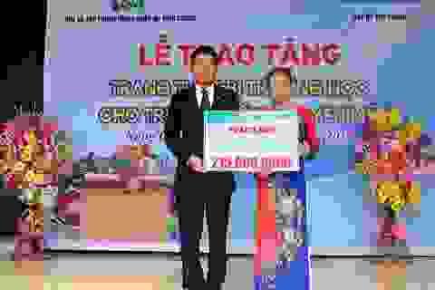 Chubb Life Việt Nam trao tặng thiết bị dạy và học cho 7 trường học tại miền Trung
