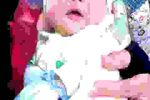 Bé sơ sinh bị bỏ rơi gần trạm y tế