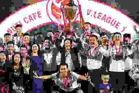 CLB Hà Nội ăn mừng đầy cảm xúc trong ngày nâng cúp vô địch V-League