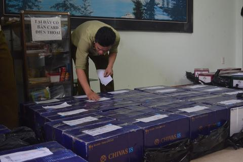 Đà Nẵng: Bắt giữ lô rượu ngoại không rõ nguồn gốc giá gần nửa tỷ đồng