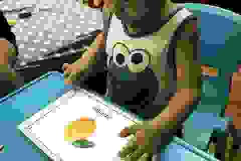 Cậu bé 3 tuổi nói tiếng Anh như người bản xứ