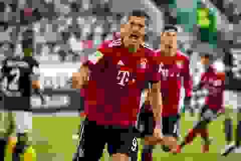 Lewandowski lập cú đúp, Bayern Munich tạm thoát khỏi khủng hoảng