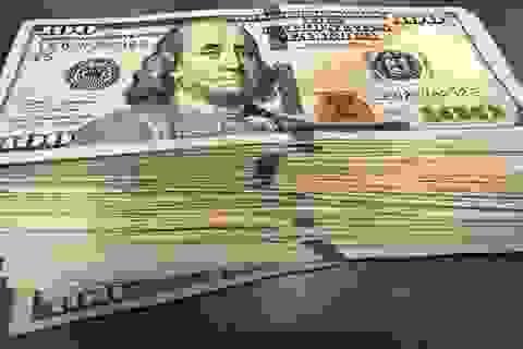 Mua 2 chai nước khoáng, thanh niên hào phóng bo 10.000 USD cho nhân viên phục vụ