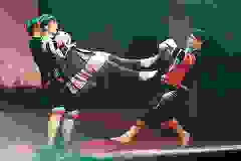 Nữ sinh trường Dược hóa sơn nữ múa võ như phim hành động