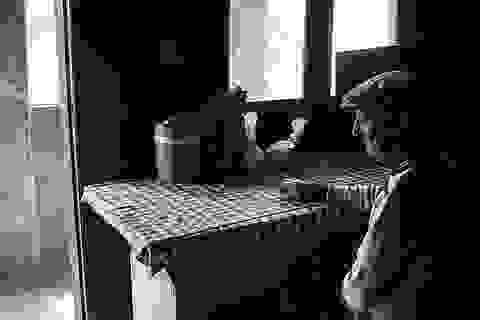 Sự cô đơn tỏa ra từ những bức ảnh ám màu thời gian