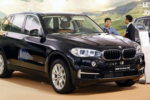 BMW, Mercedes giảm giá 50%: Điều quyết định đang đươc mong chờ