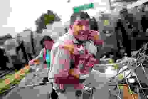 Cảnh màn trời chiếu đất của dòng người tị nạn tiến về biên giới Mỹ