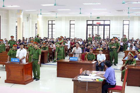 Cán bộ địa chính chiếm đoạt tiền làm sổ đỏ của người dân lãnh 18 năm tù