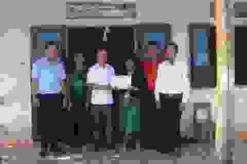 Trao hơn 55 triệu đồng đến cô giáo Vân Kiều mắc bệnh hiểm nghèo
