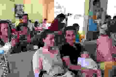 Bố mẹ đưa con vượt 50km tiêm chủng dịch vụ vì hết vắc xin Quinvaxem 5 trong 1