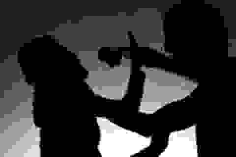 Người đàn ông ôm vợ cũ rồi cho mìn tự chế nổ, khiến 2 người bị thương