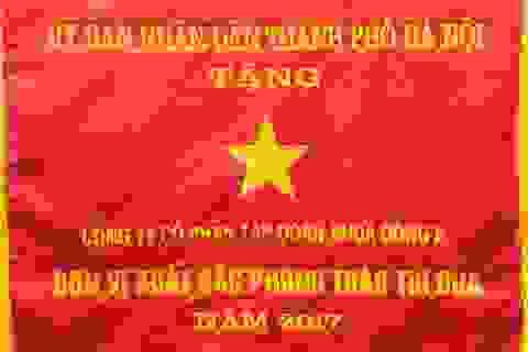 Tập đoàn Nhựa Đông Á vinh dự đón nhận Cờ thi đua toàn diện của UBND Thành phố Hà Nội năm 2017