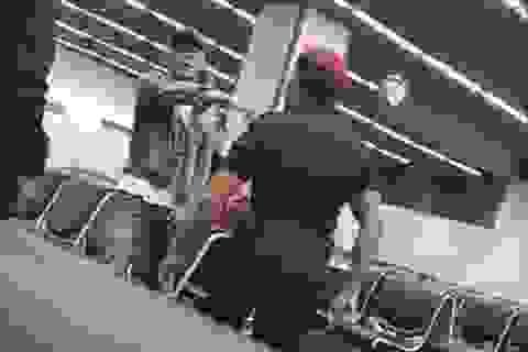 Video bảo vệ an ninh hành hung khách ngay tại sân bay gây bất bình