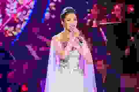 Phạm Thu Hà gặp sự cố trong đêm nhạc đầu tiên của sự nghiệp ca hát
