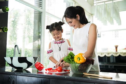 Học Hoa hậu Hương Giang cách nuôi dưỡng tiềm năng của con