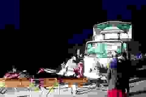 3 người đi xe máy tử vong sau cú va chạm kinh hoàng với xe tải