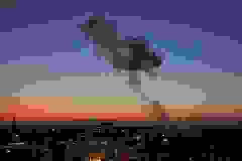 """Israel đáp trả sau khi hứng """"mưa"""" tên lửa từ Gaza"""