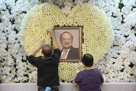 Toàn cảnh lễ tang nhà văn Kim Dung