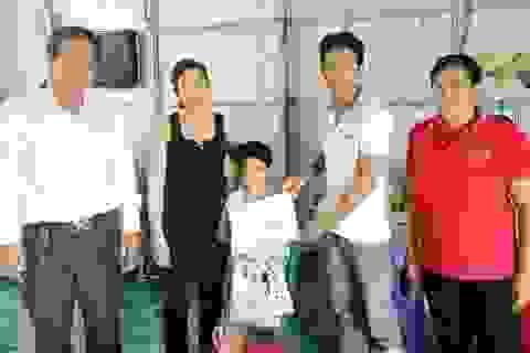 Trao hơn 47 triệu đồng đến gia đình chị Trần Ngọc Ảnh