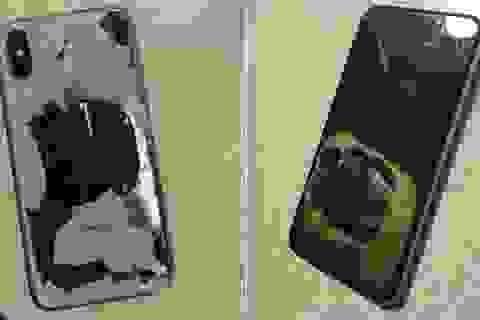 """iPhone X phát nổ vì """"lỡ dại"""" cắm sạc lúc nâng cấp iOS"""
