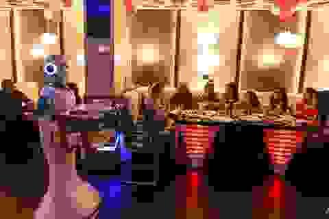 Bồi bàn robot đầu tiên của Nepal đã sẵn sàng chờ lệnh