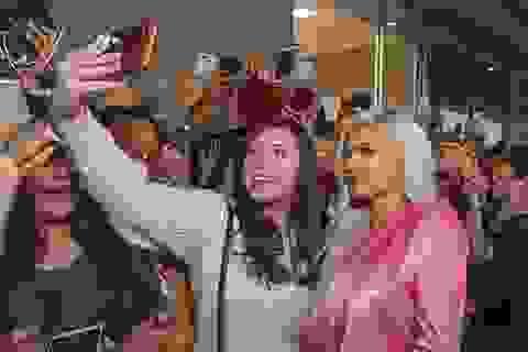 Kylie Jenner được đông đảo fans chào đón