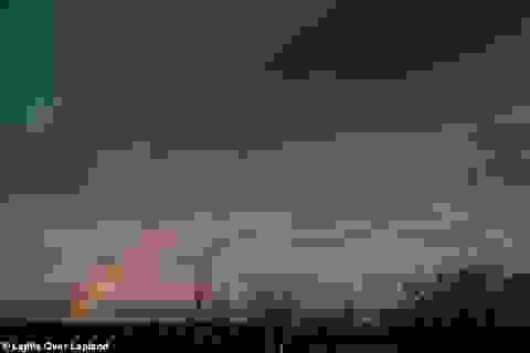 """Cực quang và cầu vồng mặt trăng """"siêu hiếm"""" cùng lúc xuất hiện tại Thuỵ Điển"""