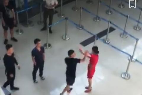 Vụ hành hung nữ nhân viên hàng không: Con trai nguyên chủ tịch huyện tham gia đánh