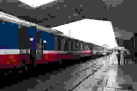 Thông tuyến đường sắt Bắc - Nam sau sự cố sạt lở do mưa bão