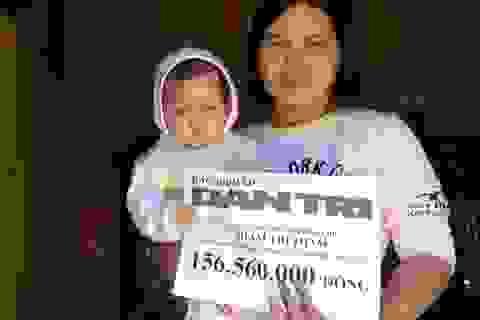 Bạn đọc giúp thiên thần nhí bị ung thư võng mạc hơn 156 triệu đồng