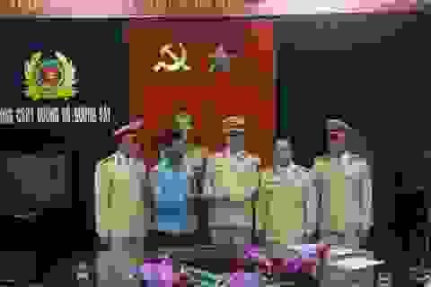 CSGT Thanh Hóa trả lại tiền cho người đánh rơi