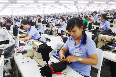 BHXH VN hướng dẫn điều chỉnh chi trả lương hưu cho lao động nữ