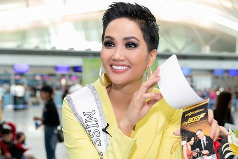 H'hen Niê rạng rỡ khi lên đường tham dự Miss Universe 2018