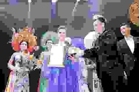 Dàn siêu xe hộ tống CEO Kristine Thảo Lâm đến sự kiện