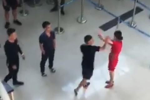 """Xử phạt nhóm an ninh """"thờ ơ"""" khi nữ nhân viên Vietjet bị hành hung"""