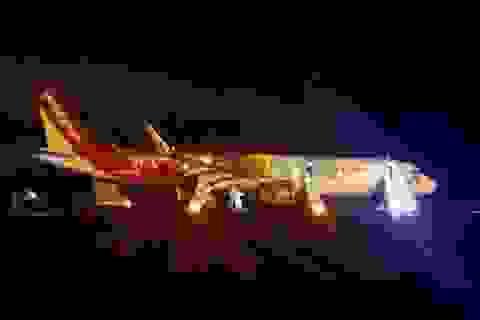 Vụ máy bay rơi lốp: Hơn 200 hành khách an toàn vì xử lý thoát hiểm kịp thời!