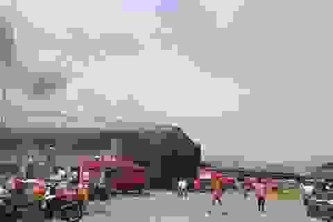 Xưởng gỗ rộng gần 2.000m2 bốc cháy dữ dội