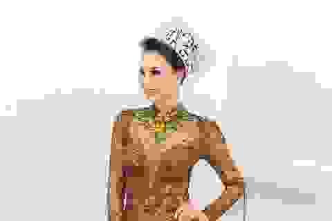 Hoa hậu Vicky Đinh gây chú ý khi diện trang phục táo bạo