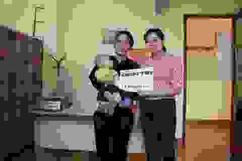 Trao tiếp trên 12 triệu đồng đến bé trai 6 tháng tuổi mắc bệnh ung thư máu