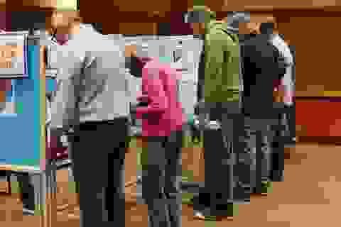 Bầu cử giữa kỳ: Cử tri Mỹ xếp hàng dài bỏ phiếu vào giờ chót