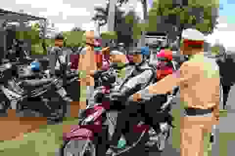 Hàng loạt học sinh quay đầu xe bỏ chạy khi bắt gặp cảnh sát giao thông