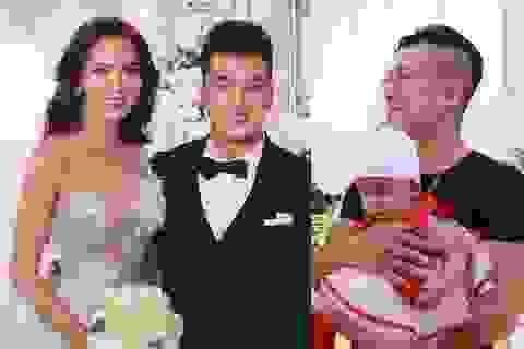 Vân Quang Long bế con nhỏ đến chúc mừng Ưng Hoàng Phúc