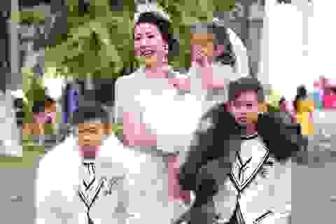 Hà Kiều Anh cùng 3 con trình diễn thời trang dưới cái lạnh 23 độ C
