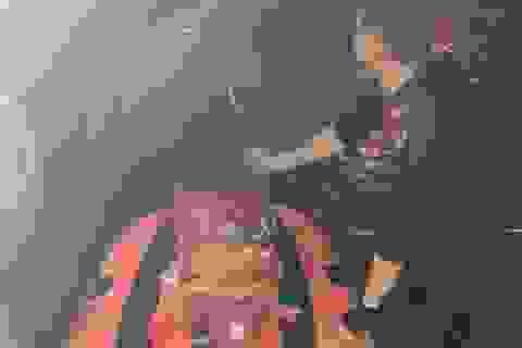 Giải cứu thai phụ và hai trẻ nhỏ mắc kẹt trong ngôi nhà nước ngập đến cổ