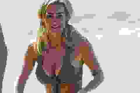 Laura Anderson quyến rũ trên biển
